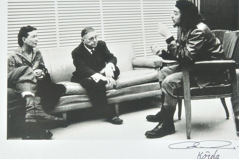 """Jean-Paul Sartre, Simone de Beauvoir y Ernesto Guevara, el """"Che""""."""