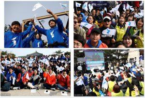 Mientras se firmaba el acuerdo, en Paju (Corea del Sur), se manifestaban a favor de la unión de ambos países con la bandera de la reunificación coreana.